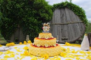 Torta nuziale a cestino, sui toni del giallo