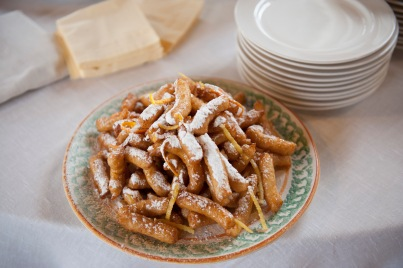 Zeppole di riso con miele di zagara di arancio