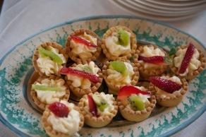 Tartellette con crema chantilly e frutta