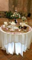 Confettata serale, su juta e centrini, con petali rosa
