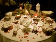 Tavolo dei confetti in rosso, con ciliegie