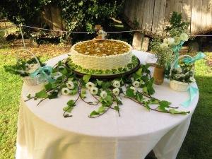 Torta nuziale country chic, con crema di pistacchio e scagli di frutta secca