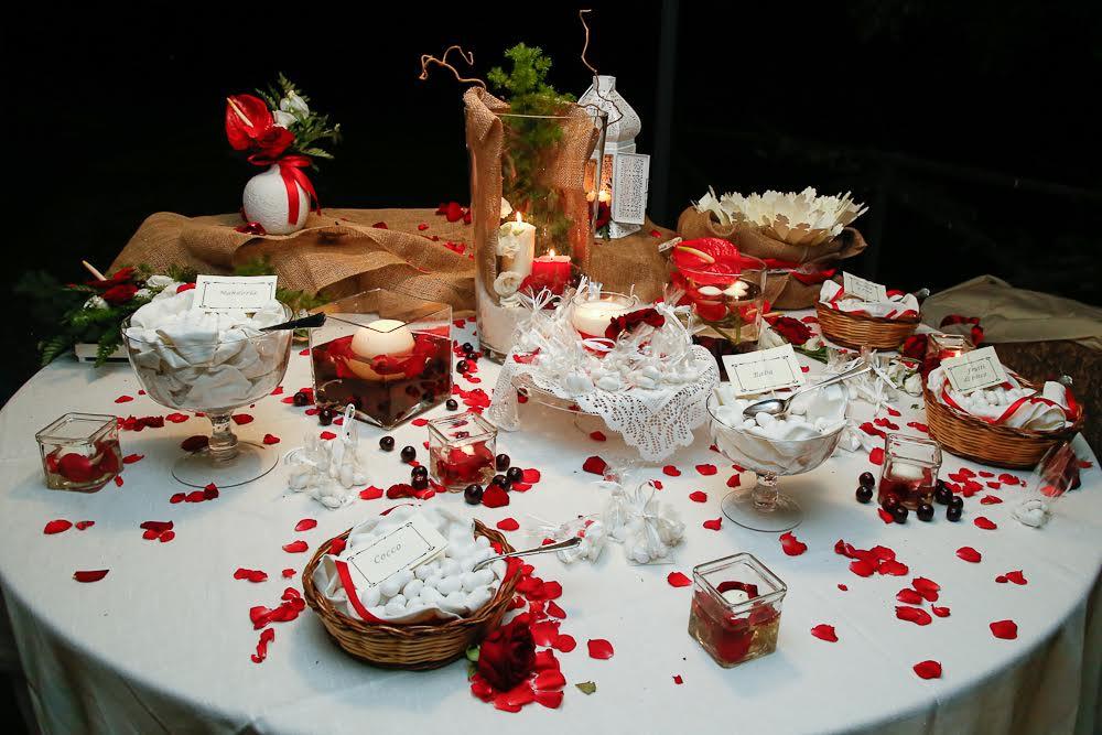 Matrimonio Tema Rosso E Bianco : Tavolo dei confetti nozze sicilia tema ciliegie colore